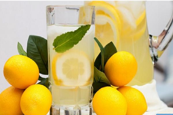 Пейте воду с лимоном вместо таблеток