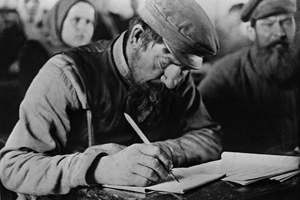 """«Латиницу называли """"алфавитом революции""""»  Зачем при Сталине хотели отменить кириллицу"""