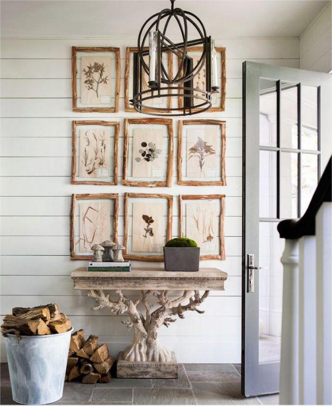 Деревянный вырезной столик в прихожей в стиле шебби шик