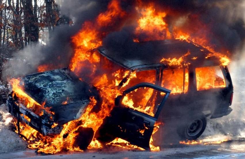 Вгороде Одессе сожгли джип главаря «Автомайдана» (ВИДЕО)