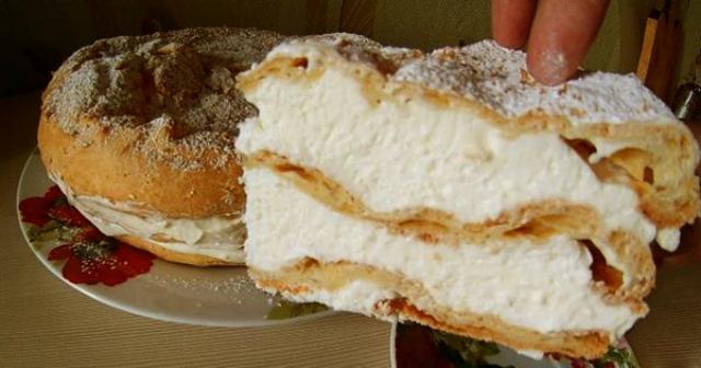 Самое сложное в этом рецепте — «отправить на час в холодильник». Тесто — без сахара!