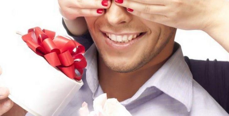 Что подарить мужчине на праздник?