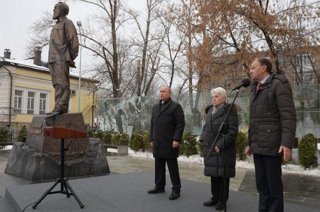 Путин отметил любовь Солжени…