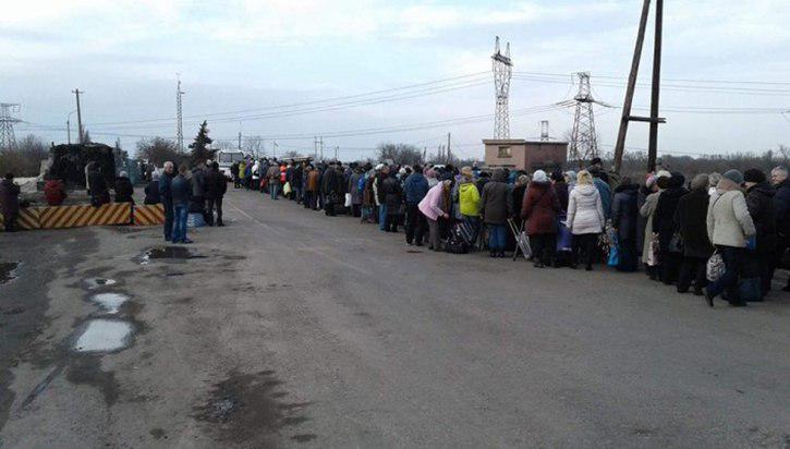 По вине ВСУ 400 мирных жителей застряли в поле