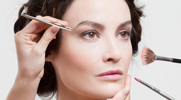 Как стать моложе на 15 лет за 1 час: крутой антивозрастной макияж на фото до и после