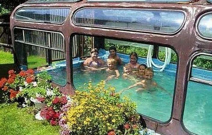 Автобус на даче