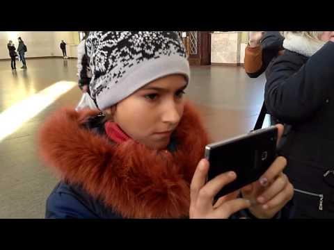 В Харькове подхватили песенный флешмоб запорожцев и исполнили советскую песню (Видео)