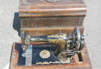 Столетнюю швейную машинку задержали на Курской таможне