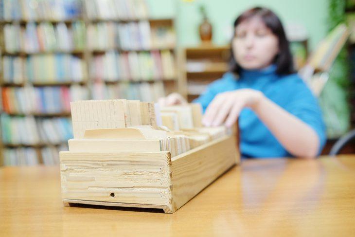 Передайте своему внуку, чтобы он срочно вернул книги в библиотеку!