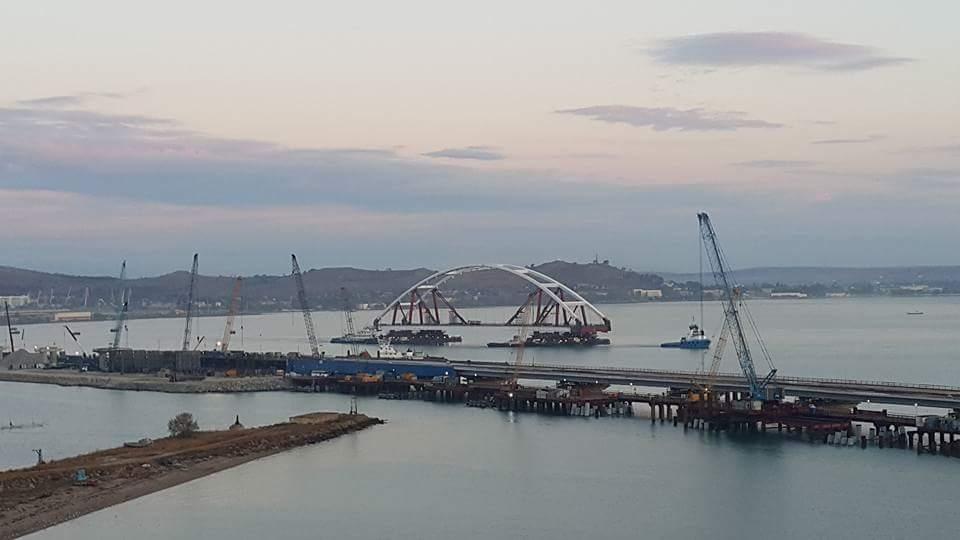 Ура! Началась установка автодорожной арки Крымского моста