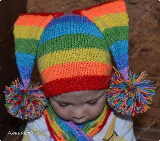 Радужная шапочка и шарфик спицами