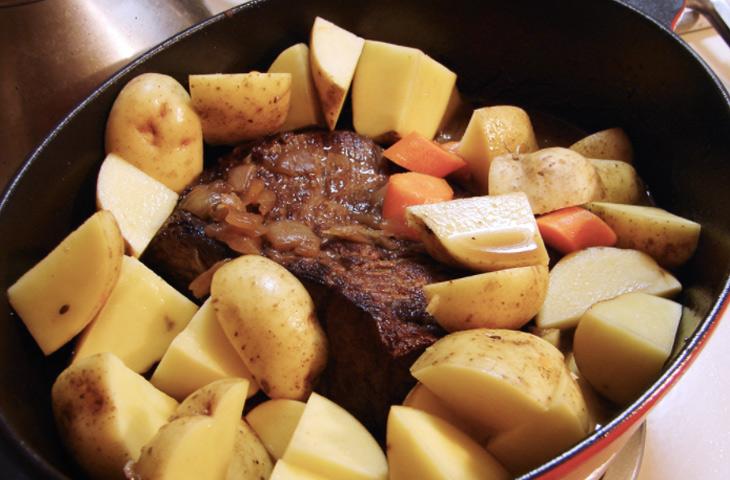 Как правильно тушить говядину целым куском