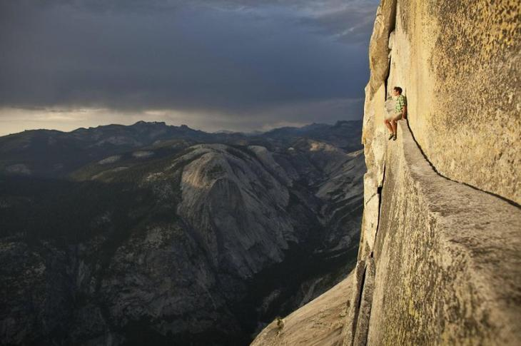 32 жутких фотографии с крыши мира