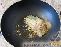 Фото приготовления рецепта: Пряный рис с изюмом и миндалем - шаг №5