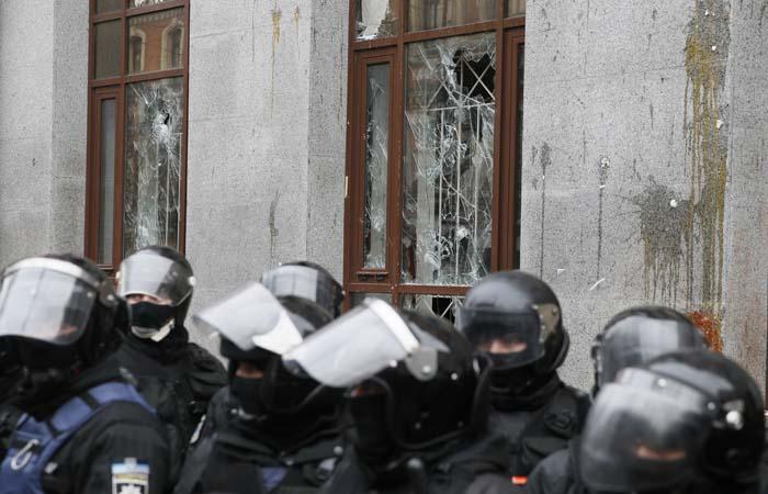 Посольство РФ в Вашингтоне обвинило США в поощрении беспорядков в Киеве