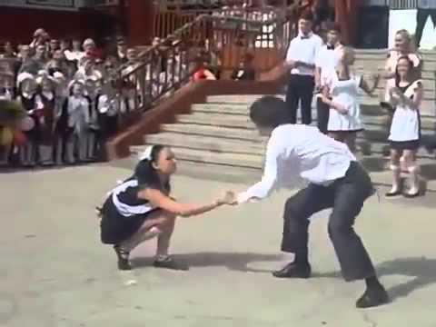 Танец на школьном выпускном взорвал интернет!