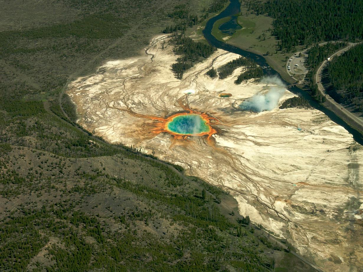 США. Национальный парк Йеллоустон. Большой призматический источник. (Sam Beebe)