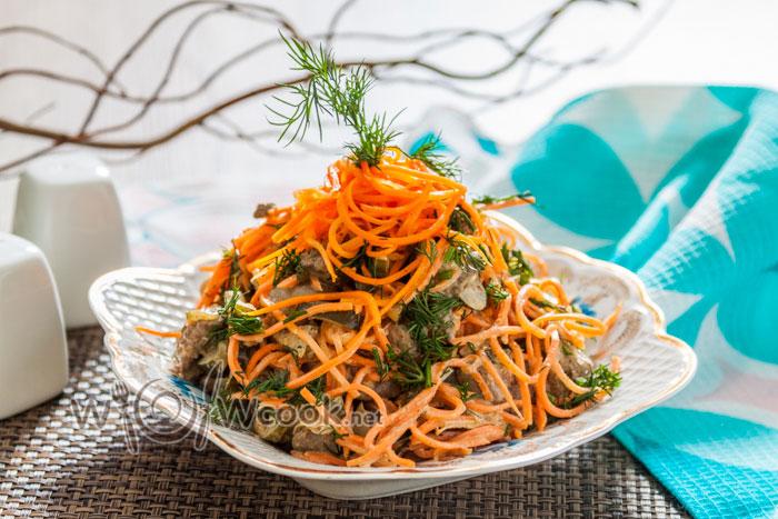 салат с солеными огурцами и корейской морковью пошагово с фото