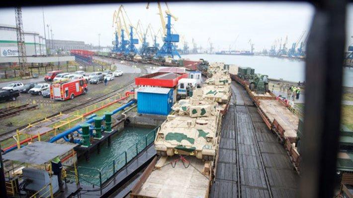 """""""Так боятся России, что уже атакуют своих"""": в РФ объяснили столкновение танка с поездом на учениях НАТО"""