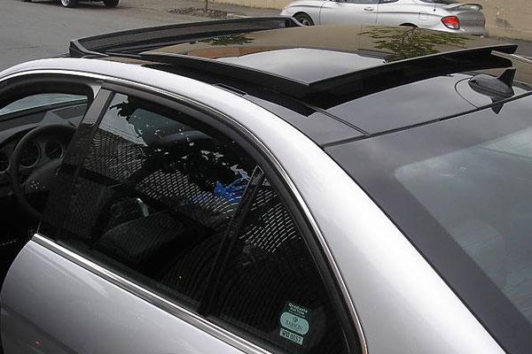 «Мерседес» отозвал свои машины в Китае из-за сбоя в работе люка