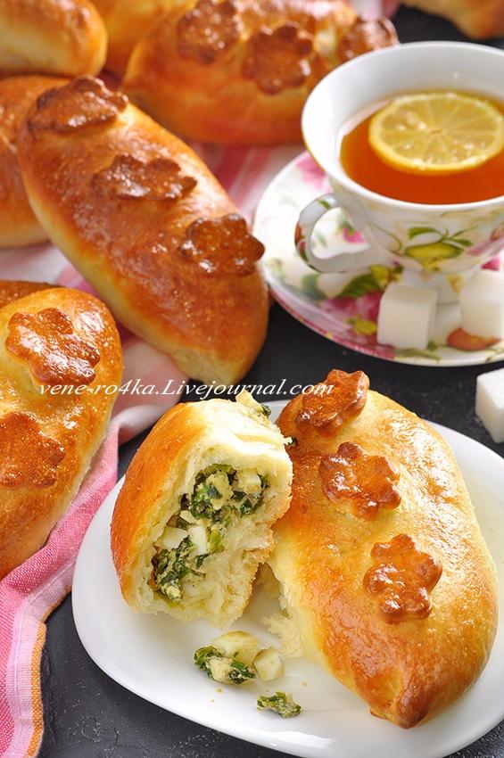Пирожки с начинкой из зелёного лука и яиц