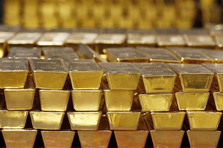 За время западных санкций в России приросло  700 тонн золота