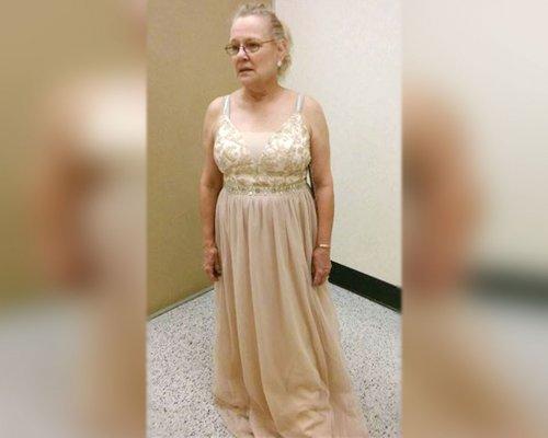 В США бабушку в бальном платье не пустили на выпускной к внуку