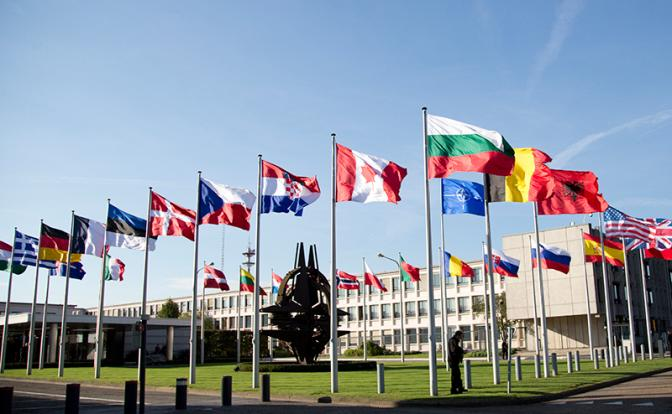 В НАТО решили, что Россия не так страшна, как ее малюют