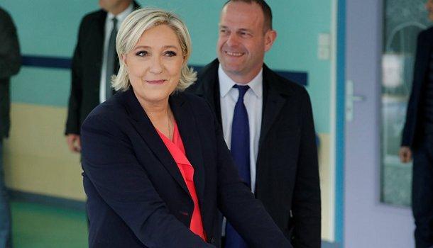 Ле Пен и Макрон проголосовали на выборах президента Франции