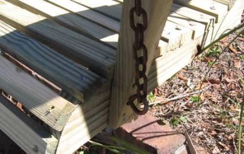 Вешаем садовую качелю на цепь