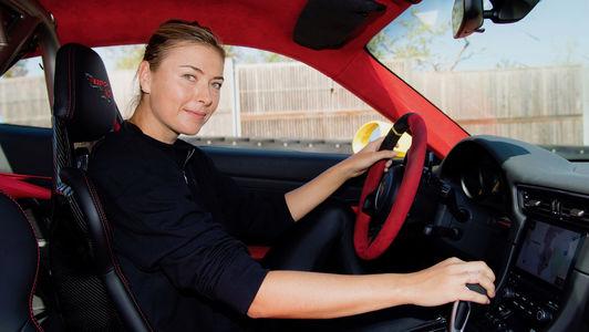 Не теннисом единым: Мария Шарапова прокатилась на самом быстром Porsche