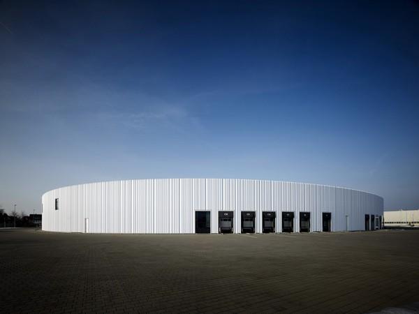 Фабрика с идеальными формами от SANAA