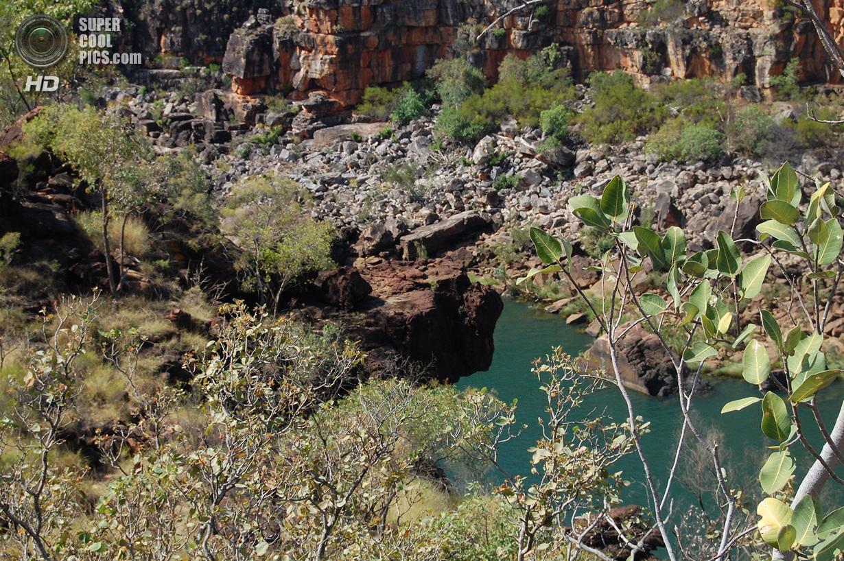 Потрясающий каскадный водопад Митчелл