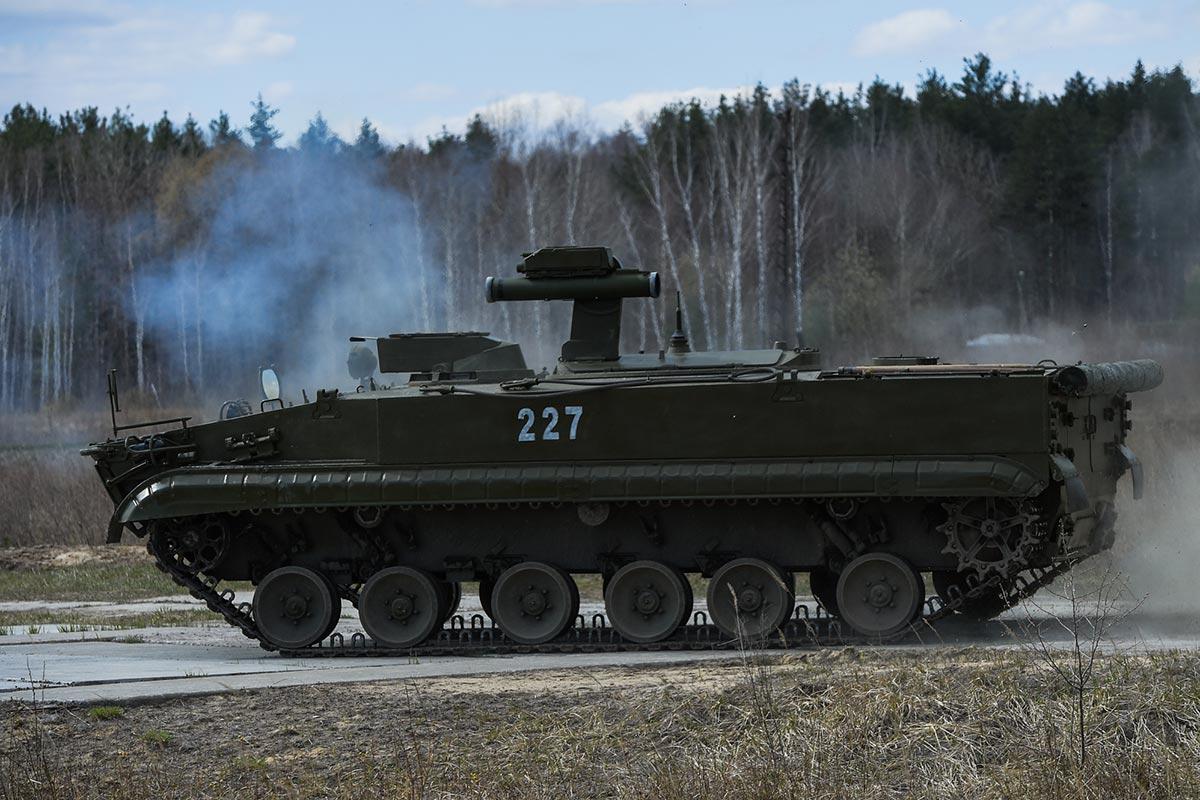 """Самоходный противотанковый ракетный комплекс """"Корнет-Т"""" в действии"""