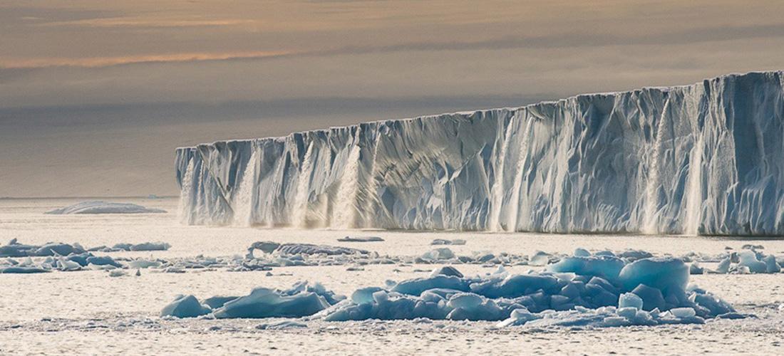 Фото Ледниковые водопады Шпицберген. Ледяные чудеса природы. Фото с сайта NewPix.ru