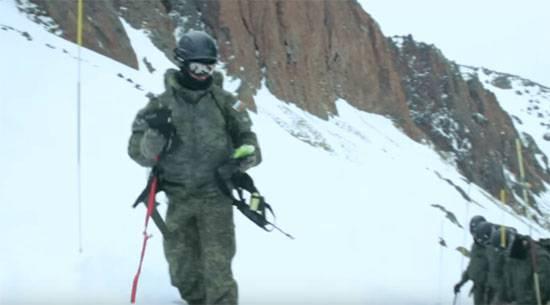 Российские горные стрелки участвуют в учебных маневрах на новом полигоне в Китае