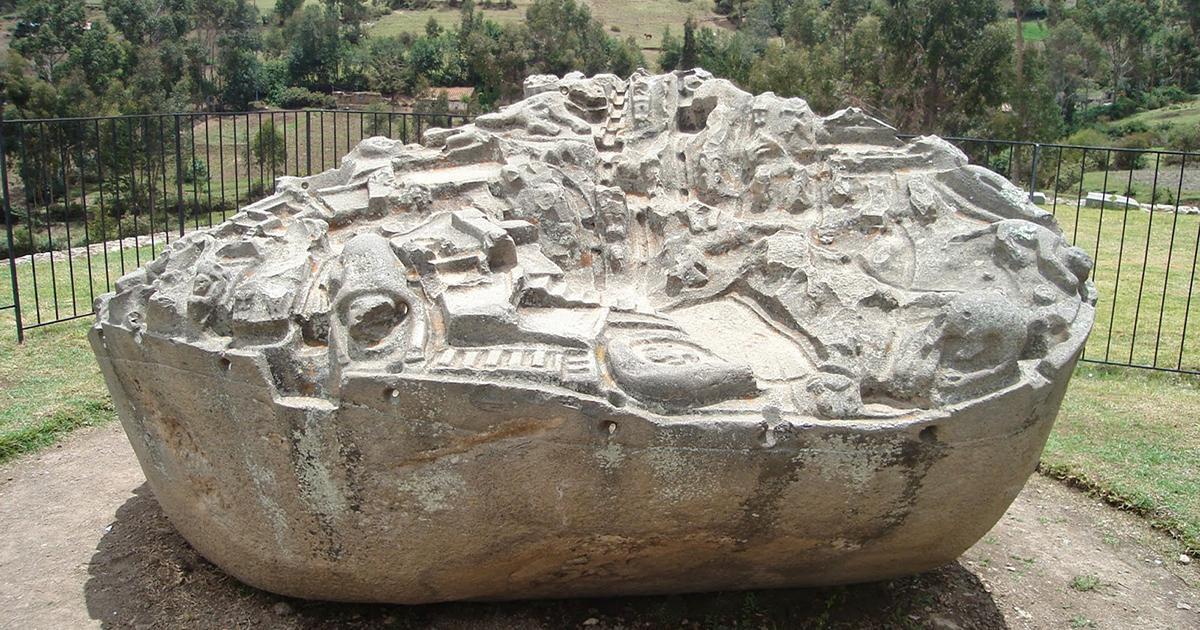 Загадочный камень с макетом города в Перу