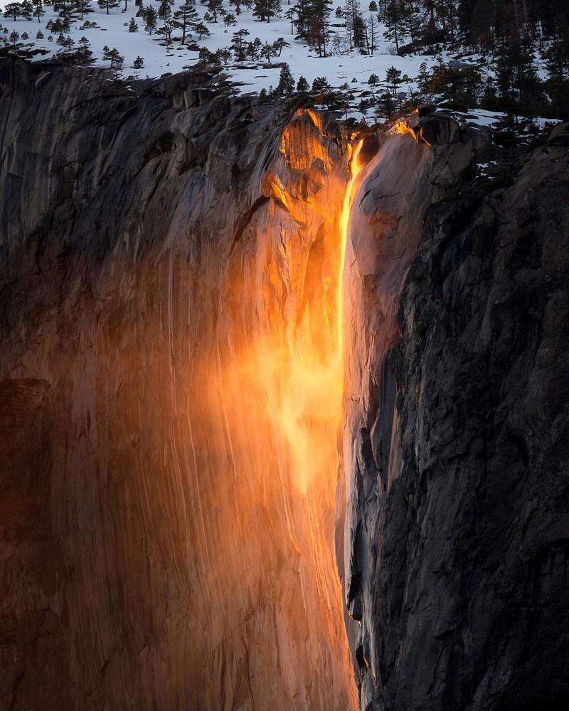 «Огненный водопад» в США: Оптическая иллюзия снова освещает Йосемитский национальный парк Йосемитский национальный парк, водопад, сша
