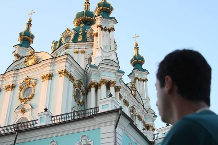Салаты с майонезом и ведра черешни: что шокировало бразильца, посетившего Украину