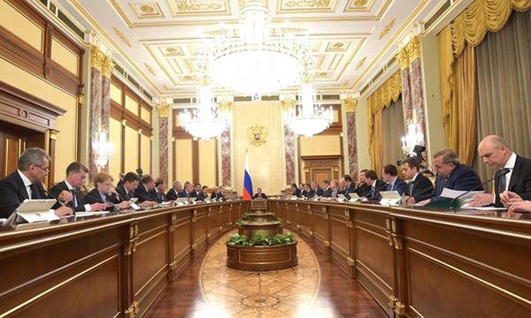 Медведев считает необходимым поддерживать рост несырьевых доходов в бюджет