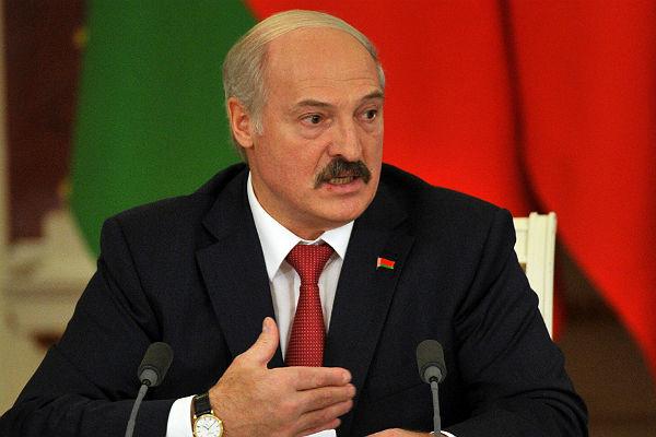 Лукашенко пообещал дать тунеядцам «лопаты в зубы»