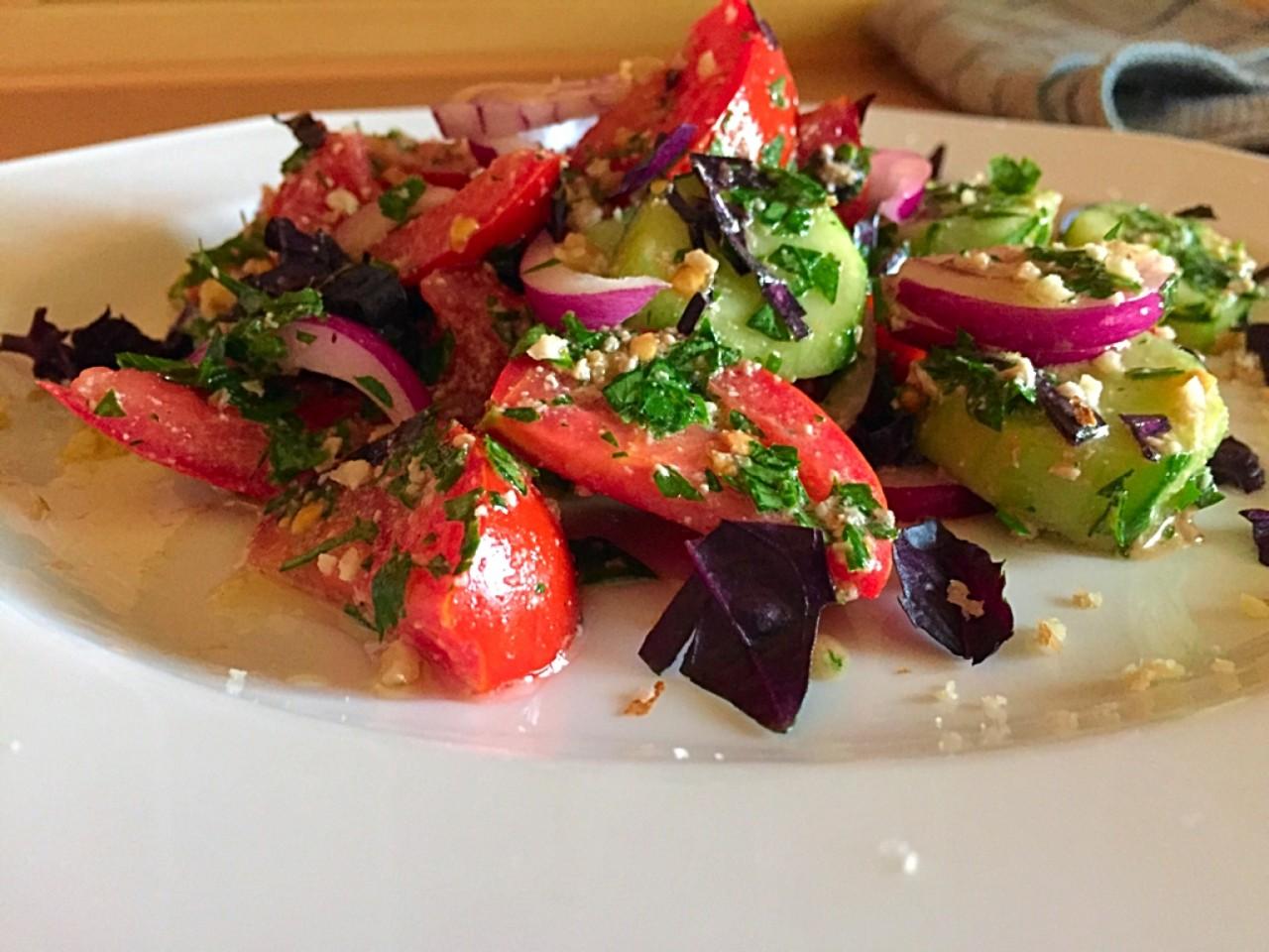 Овощной салат по-грузински. Или новый взгляд на обычный салат