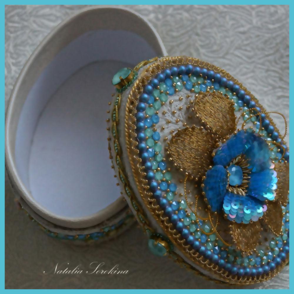 Создаем шкатулочку с вышитой примулой, весенними цветами и кристаллами Swarovski