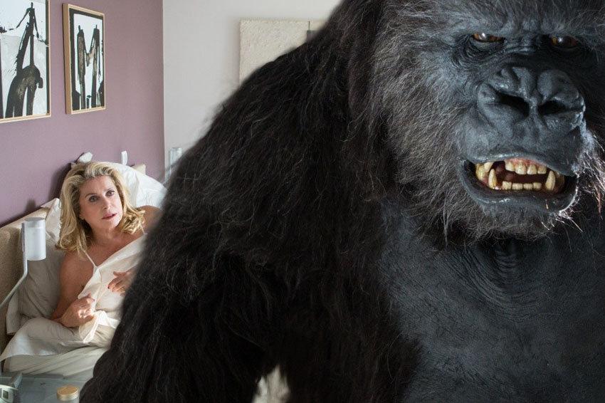 Катрин Денев осудила истерию вокруг голливудских секс-скандалов