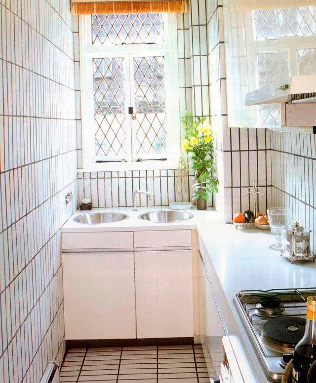 Размещение мебели на узкой кухне