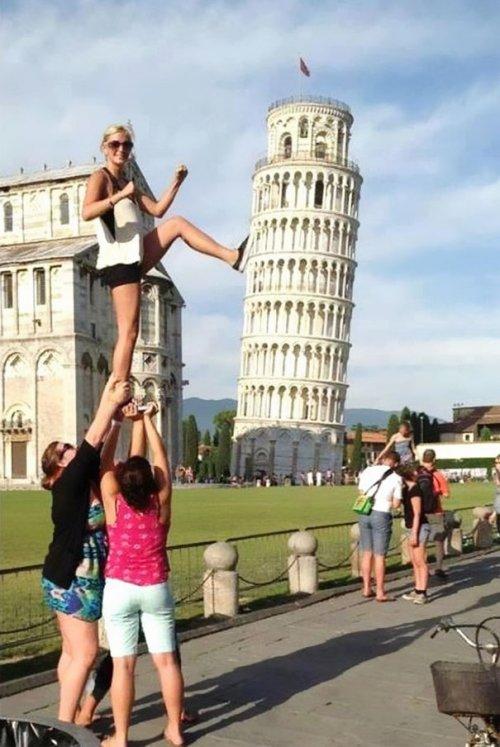Прикольные фотографии, сделанные на фоне Пизанской башни (31 фото)
