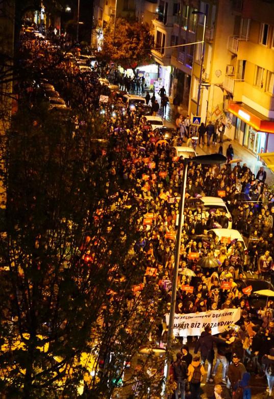 В Стамбуле около трех тысяч человек вышли на акции протеста против итогов референдума