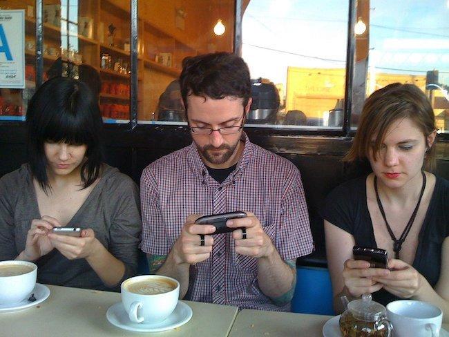 Типичные встречи друзей за чашкой кофе абсурд, реальность, современный мир, треш и угар