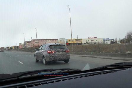 Кросс-версию универсала Lada Vesta засняли в камуфляже
