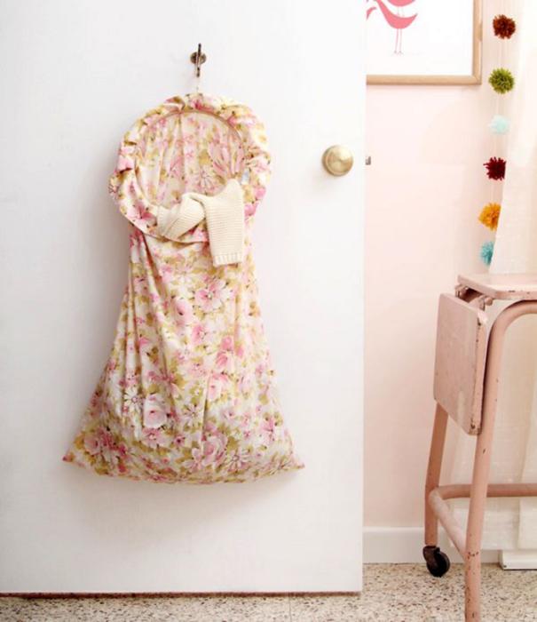 Тканевый мешочек для грязного белья можно сделать своими руками. / Фото: babyblog.ru